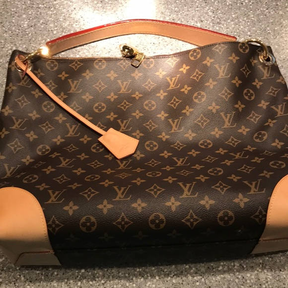 91bcefc422f6 Louis Vuitton Berri MM
